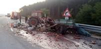 Yolcu Otobüsü İle Karpuz Yüklü Traktör Çarpıştı Açıklaması 2 Yaralı