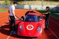 Öğrenciler, Kafede Boş Oturmaktan Sıkıldı 1 TL İle 100 Kilometre Gidebilen Araç Üretti