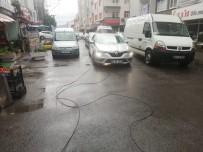 ELEKTRİK AKIMI - Kopan Elektrik Telleri Araçların Üzerine Düştü