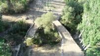 SELÇUKLULAR - Tarihi İkiz Köprüler Dikkat Çekiyor