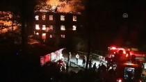 Düzce'de 3 Katlı Ev Yandı Açıklaması 2 Yaralı