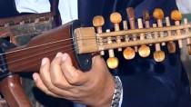 ASKERİ MÜHİMMAT - Iraklı Öğretmen Kalaşnikof Tüfeğini Müzik Aletine Dönüştürdü