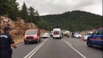 Antalya'da İki Otomobil Çarpıştı Açıklaması 4 Ölü, 2 Yaralı