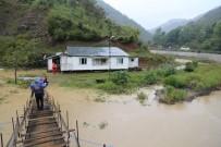 Evlerinde Mahsur Kalan Vatandaşlar AFAD Ekipleri Tarafından Kurtarıldı