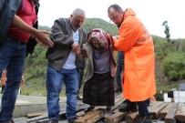Evlerinin Önü Balçıkla Dolunca Evlerinde Mahsur Kalan Vatandaşlar AFAD Ekipleri Tarafından Kurtarıldı