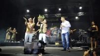 HANDE YENER - 22. Altın Güvercin'de Meydan Konserleri Başladı