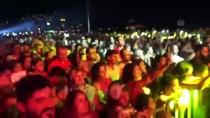 HANDE YENER - Hande Yener Kuşadası'nda Konser Verdi
