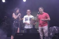 HANDE YENER - Kuşadası 22. Altın Güvercin Festivalinde Nde Hande Yener Rüzgarı Esti