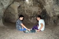 Kapadokya'da Öğrenciler Yerin 7 Kat Altında Satranç Oynadı