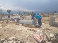 Ağrı'da Donarak Hayatını Kaybeden Afganlı Vatandaşın Mezarını İlçe Halkı Yaptırdı