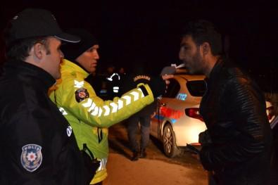 Çal'da Jandarma Ve Polisten Yılbaşı Denetimleri