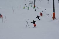 ALI UYSAL - Isparta'da Kayakçılar Kıyasıya Yarıştı