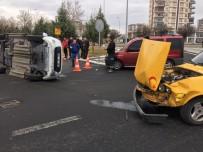 BEKIR YıLDıZ - Minibüs İle Otomobil Çarpıştı Açıklaması 1 Yaralı