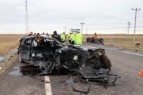AHMET CAN - Aksaray'da Servis Minibüsü İle Otomobil Çarpıştı Açıklaması 16 Yaralı