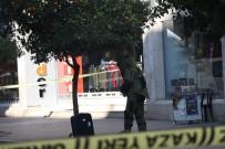 BOMBA İMHA UZMANI - Mersin'de Şüpheli Valiz Paniği