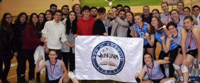 Nova'da Üç Kupa Bir Arada