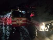 SERVERGAZI - Dağda Mahsur Kalan 4 Kişiyi AKUT Kurtardı