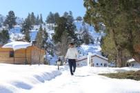 KRATER GÖLÜ - Gömbe Yaylası'nda Kar Kartpostallık Görüntüler Oluşturdu