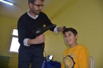 CRİSTİANO RONALDO - Köy Okulunun Hem Öğretmeni Hem De Kuaförü