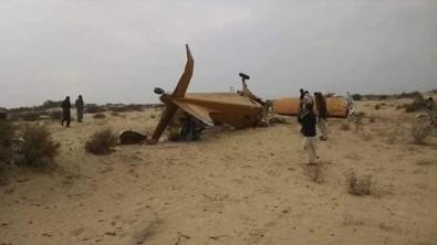Pakistan'da Zirai İlaçlama Uçağı Düştü Açıklaması 2 Ölü