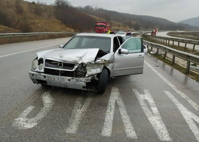 Samsun'da Otomobil Bariyerlere Çarptı Açıklaması 4 Yaralı