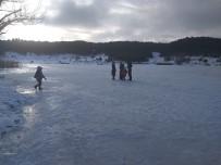 KRATER GÖLÜ - Simav'ın Gölcük Yaylası'ndaki Krater Gölü Buz Tuttu