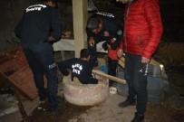 KURTARMA OPERASYONU - Bir Haftadır Kuyuda Yaşam Savaşı Veren Kediyi İtfaiye Kurtardı