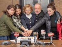 ÇALIŞAN GAZETECİLER - Uşak OSB Başkanı Basın Mensuplarıyla Pasta Kesti