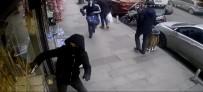 VATAN CADDESİ - Çağlayan'da Yüzleri Maskeli Ve Silahlı İki Kişi Kabzayla Vitrin Camını Kırmaya Çalıştı