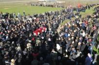 TUGAY KOMUTANI - Şehit Güvenlik Korucusu Gözyaşları Arasında Toprağa Verildi