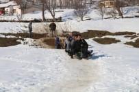 YEŞILÖZ - Şemdinli'de Çocukların Kızak Keyfi