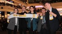 EMRE YILDIRIM - 'Baba Parası' Filminin Başrol Oyuncuları Hayranlarıyla Buluştu