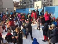 İLKÖĞRETİM OKULU - İnegöllüler Kara Hasret Kaldı, Yüksek Kesimlerden Kamyonla Kar Getirdiler