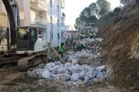 TOPRAK KAYMASI - Anadolu Lisesinin Çöken İstinat Duvarı Yeniden Yapılıyor