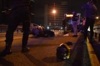 MECIDIYEKÖY - Metrobüs Yolunda Akıl Almaz Kaza, Metrobüs Motosiklete Çarptı