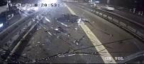 MECIDIYEKÖY - Metrobüsle motosikletin çarpıştığı anlar kamerada