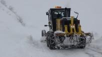 MEHMET POLAT - Kar Ve Tipide Mahsur Kalan 20 Kişi Kurtarıldı