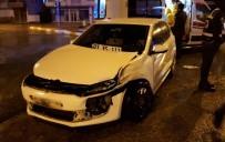 SAKARYA CADDESİ - İki Otomobil Çarpıştı Açıklaması 5 Yaralı