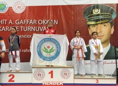 Nilüferli Karatecilerden 11 Madalya