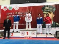 GÜMÜŞ MADALYA - Biga Belediyesi Karate Sporcuları Kupa Ve Madalyalarla Döndü
