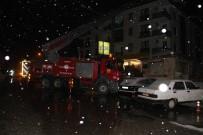 İTFAİYE MERDİVENİ - Konya'da 4 Katlı Bir Binanın Çatısında Yangın