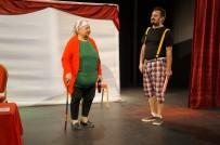 ÇOCUK OYUNU - Marmaris'te Çocuklara Tiyatro Hediyesi