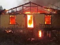 HASANLAR - İki Katlı Ev Yangında Kül Oldu