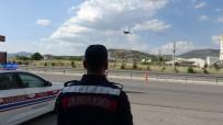EMNIYET KEMERI - Jandarmanın Kemer Ve Kış Lastiği Denetiminde 157 Sürücüye Ceza Yağdı