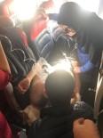 EKREM ÇELEBİ - Uçakta Fenalaşan Yolcuya İlk Müdahaleyi Milletvekili Çelebi Yaptı