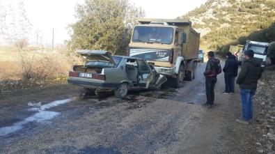 Kamyon İle Otomobil Çarpıştı Açıklaması 4 Yaralı