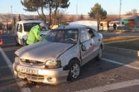 FETHİ SEKİN - Elazığ'da Trafik Kazası Açıklaması 4 Yaralı