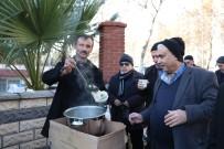 KARAOĞLAN - Sokakta Bardak Bardak Tirşik Çorbası İçiyorlar