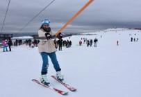 MEHMET GENÇ - Yarı Yıl Tatili, Kayak Merkezini Hafta İçi De Doldurdu
