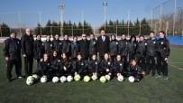 ÇORLU BELEDİYESİ - Başkan Sarıkurt'tan ÇBSK Kadın Futbol Takımına Destek